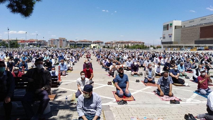 Camiler Tüm Vakit Namazlarına Açıldı