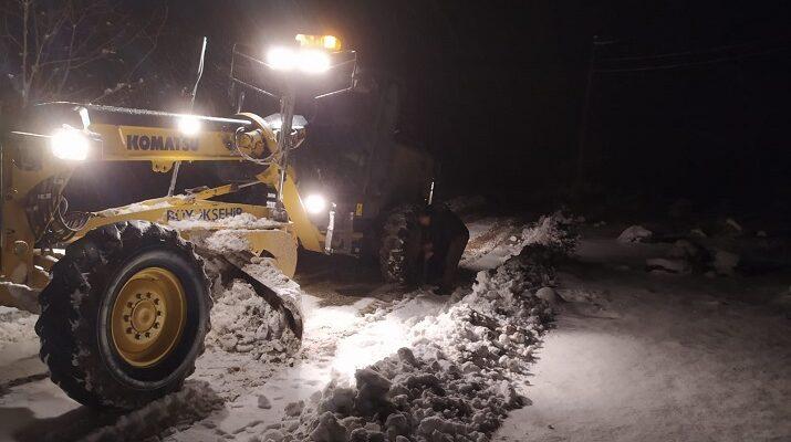 Malatya'da kar mesaisi devam ediyor