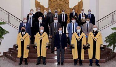 6 Akademisyen Daha Cübbe Giydi
