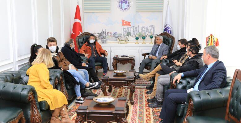 Ünlü Sanatçılardan Başkan Güder'e Ziyaret